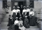 Pomona College class of 1904 women with President Gates