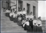 Pomona College class of 1905 women on steps of Pearsons Hall