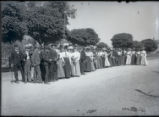 Pomona College class of 1906 in front of Vaile house