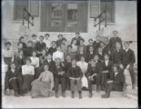 Pomona College class of 1905 on the steps of Pearsons Hall
