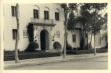 Tenth Street entrance to Sycamore Court of Balch Hall, Scripps College