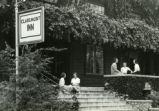 Claremont Inn and students, Pomona College