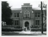 Crookshank Hall, students, Pomona College