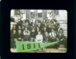 Pomona College class of 1911 on steps of Pearsons Hall