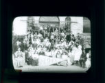 Pomona College class of 1915 on steps of Pearsons Hall