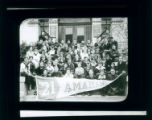 Pomona College class of 1921 on steps of Pearsons Hall